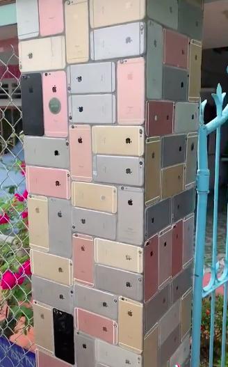 """Ngôi nhà xây hẳn chiếc cổng ốp lát toàn bộ bằng iPhone khiến cộng đồng mạng siêu tò mò """"dân chơi"""" này là ai - ảnh 2"""
