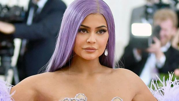 Kylie Jenner đáp trả cực gắt sau khi bị Forbes bóc phốt, tước mất danh hiệu tỷ phú trẻ nhất thế giới  - Ảnh 2.
