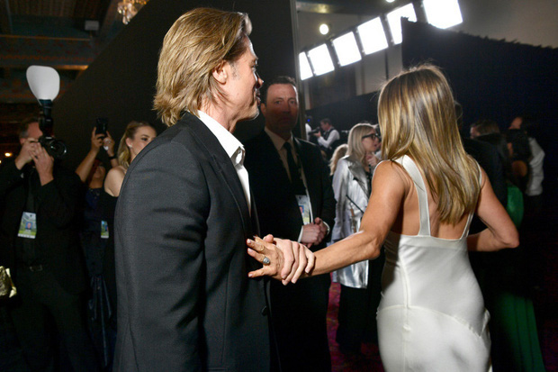 Xôn xao tin Brad Pitt cầu hôn vợ cũ Jennifer Aniston, hành động nắm tay công khai năm ngoái càng đáng nghi - Ảnh 3.