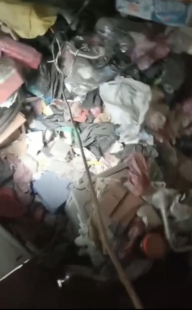 Nữ sinh Hà Nội khiến phòng trọ ngập ngụa rác thải chất cao như núi, bốc mùi hôi thối: Chủ trọ tiết lộ những điều bất thường - Ảnh 4.