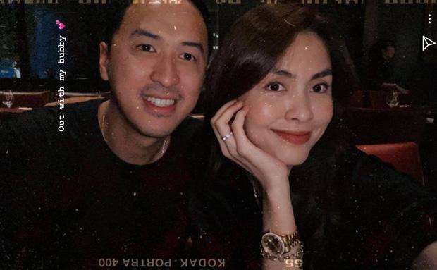 Lâu lắm rồi mới thấy Hà Tăng đăng ảnh bên ông xã đại gia: Sau hơn 10 năm yêu vẫn giản dị và ngọt ngào quá! - Ảnh 1.