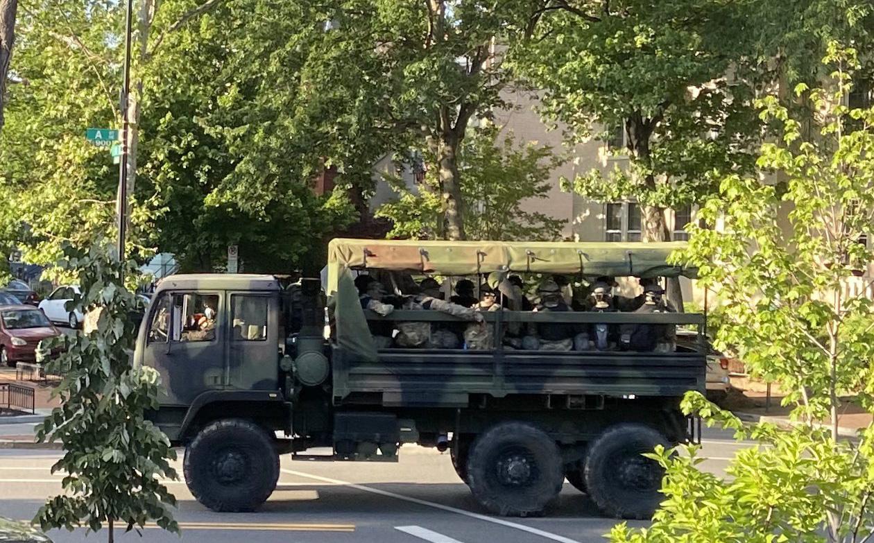 Mỹ kích hoạt Vệ binh Quốc gia ở thủ đô để bảo vệ Nhà Trắng giữa làn sóng biểu tình bạo động