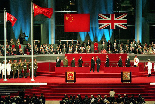 Ba triệu người Hong Kong có thể xin nhập quốc tịch Anh - Ảnh 1.
