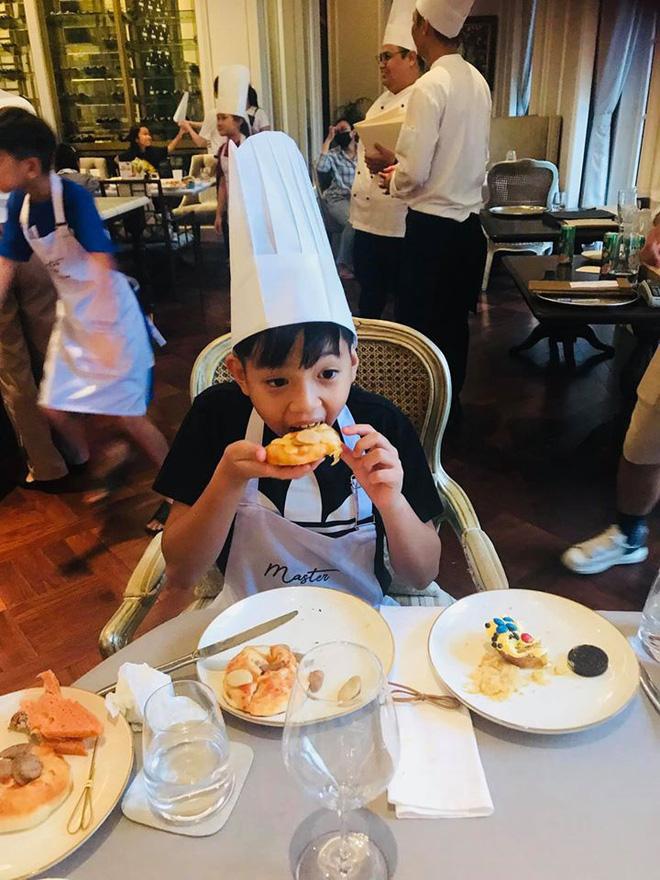 Đang bầu bí, Hà Hồ vẫn đưa con trai đi vui chơi cuối tuần: Nhan sắc mẹ bầu qua camera thường gây chú ý - ảnh 4