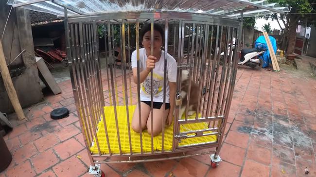 Con trai Bà Tân Vlog gây tranh cãi dữ dội khi nhốt em gái vào chuồng chó để trả thù - Ảnh 5.