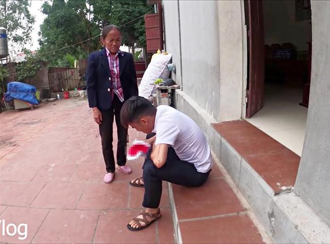 Con trai Bà Tân Vlog gây tranh cãi dữ dội khi nhốt em gái vào chuồng chó để trả thù - Ảnh 8.