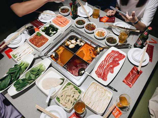 Test nóng lẩu Haidilao đang hót hòn họt ở Hà Nội: Cảm giác vui buồn lẫn lộn sau lần đầu ăn thử - Ảnh 10.