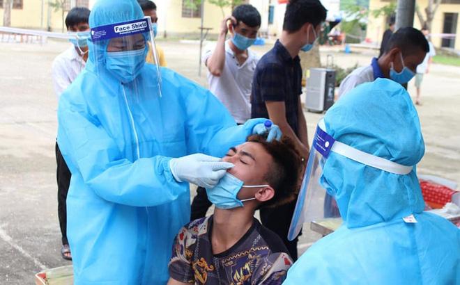 Bệnh nhân 271 từng dương tính trước khi bay sang Việt Nam; Lượng khách du lịch đến Quảng Ninh thấp kỷ lục trong dịp nghỉ lễ - Ảnh 1.
