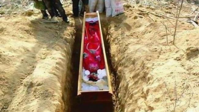 Thi hài tân nương 5 tuổi được phát hiện trong mộ cổ với nhiều trang sức vàng, hé lộ giai đoạn lịch sử đầy thương tâm thời Trung Quốc cổ đại - Ảnh 2.