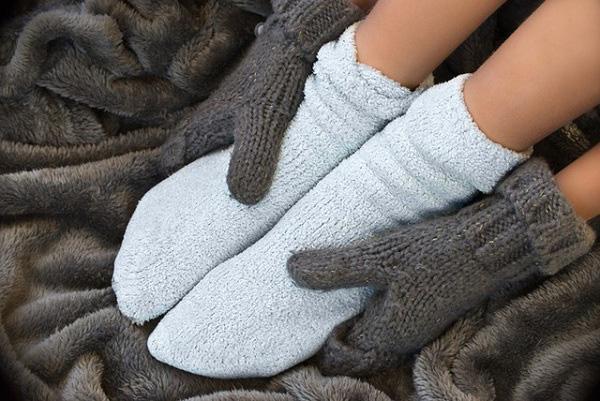 Trời nóng nhưng tay chân lúc nào cũng lạnh ngắt: Đừng chủ quan bởi có thể bạn đang mắc trọng bệnh - Ảnh 1.