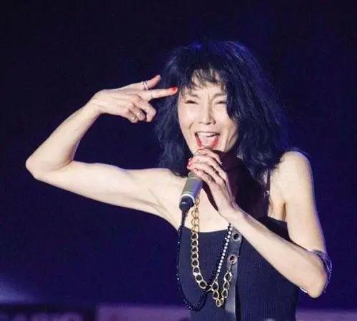 Đệ nhất mỹ nhân Hong Kong Trương Mạn Ngọc: Tuổi U60 già nua, lập dị, không con cái - Ảnh 9.
