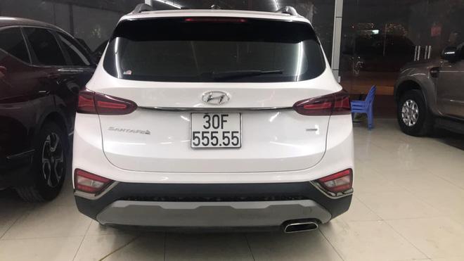 Hạ giá 700 triệu sau hơn một năm, Hyundai Santa Fe biển ngũ quý 5 tại Hà Nội vẫn đắt hơn Mercedes-Benz GLC 200 mới tinh - Ảnh 2.