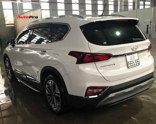 Hạ giá 700 triệu sau hơn một năm, Hyundai Santa Fe biển ngũ quý 5 tại Hà Nội vẫn đắt hơn Mercedes-Benz GLC 200 mới tinh - Ảnh 4.