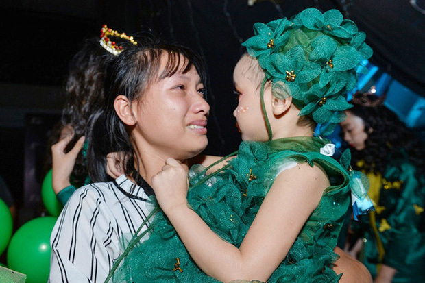 Bé Hà My - mẫu nhí 4 tuổi bị ung thư từng được hoa hậu HHen Niê bế trên sàn catwalk khiến bao người rơi nước mắt đã qua đời - Ảnh 5.