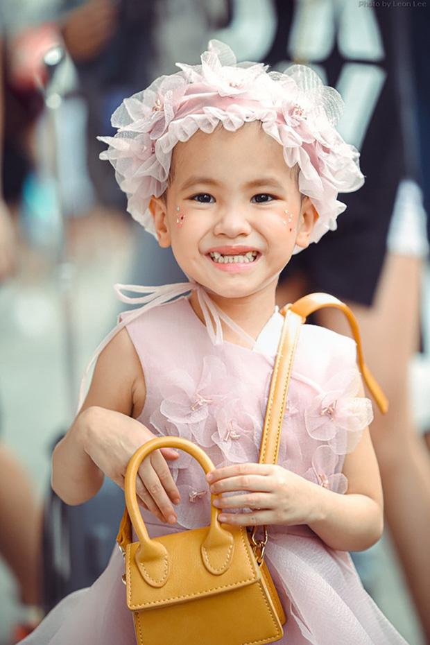 Bé Hà My - mẫu nhí 4 tuổi bị ung thư từng được hoa hậu HHen Niê bế trên sàn catwalk khiến bao người rơi nước mắt đã qua đời - Ảnh 8.