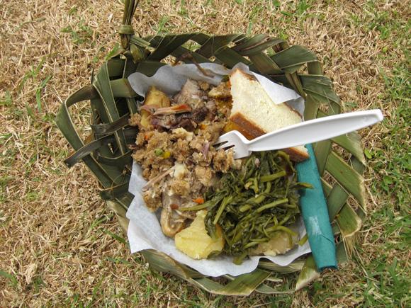 Thấy người dân đổ đầy thịt cùng các loại rau củ xuống hố, du khách chê bẩn nhưng rồi phát cuồng vì món ăn lạ tưởng không ngon mà ngon không tưởng - Ảnh 9.