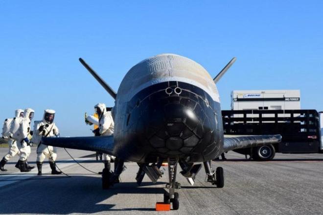 Phi thuyền siêu tối mật của quân đội Mỹ chuẩn bị cất cánh, sẽ bay liên tục quanh Trái Đất suốt 2 năm để thực hiện nhiệm vụ bí ẩn - Ảnh 1.