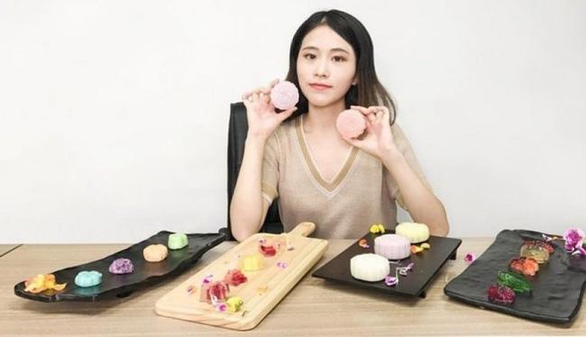 Vlogger Trung Quốc khai phá con đường mới: Thánh ăn công sở độc đáo với cách nấu riêng biệt, Tiên nữ đồng quê thu nhập hàng chục tỷ đồng mỗi năm - Ảnh 2.