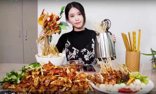 Vlogger Trung Quốc khai phá con đường mới: Thánh ăn công sở độc đáo với cách nấu riêng biệt, Tiên nữ đồng quê thu nhập hàng chục tỷ đồng mỗi năm - Ảnh 1.