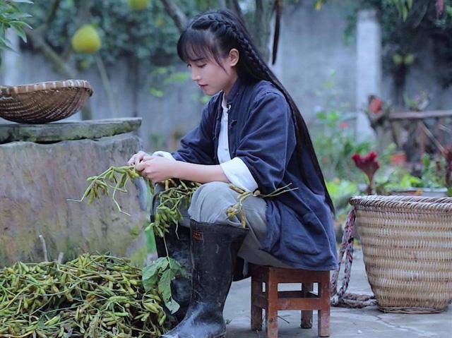 Vlogger Trung Quốc khai phá con đường mới: Thánh ăn công sở độc đáo với cách nấu riêng biệt, Tiên nữ đồng quê thu nhập hàng chục tỷ đồng mỗi năm - Ảnh 4.
