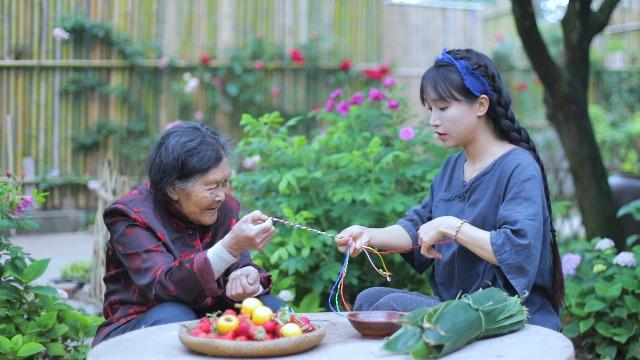 Vlogger Trung Quốc khai phá con đường mới: Thánh ăn công sở độc đáo với cách nấu riêng biệt, Tiên nữ đồng quê thu nhập hàng chục tỷ đồng mỗi năm - Ảnh 5.