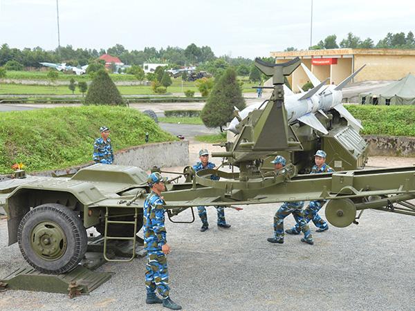 Đại tướng Võ Nguyên Giáp và buổi gặp đặc biệt với CCB trung đoàn TLPK chặn đứng lực lượng KQ Mỹ hùng hậu vào giải cứu phi công ở Sơn Tây - Ảnh 6.