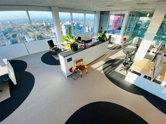 Trở lại văn phòng hậu Covid-19, nhân viên Thung lũng Silicon chứng kiến một loạt thay đổi chưa từng có nơi công sở: Không gian làm việc mở biến mất, xe đưa đón bị hạn chế - Ảnh 1.