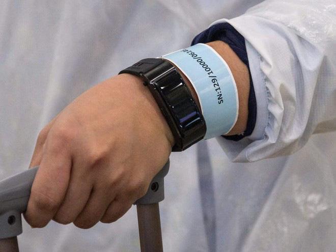 Đây là thiết bị công nghệ ai đến Hong Kong cũng đều phải đeo, nếu vi phạm sẽ bị phạt tù 6 tháng - Ảnh 3.