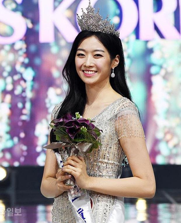 Văn hóa vâng lời và áp lực về cái đẹp của người Hàn Quốc: Bị phán xét từ mí mắt đến màu da, cuối cùng phải bước vào con đường dao kéo - Ảnh 6.