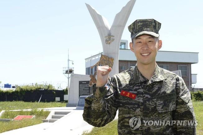 Son Heung Min hoàn thành xuất sắc khóa học quân sự - Ảnh 1.
