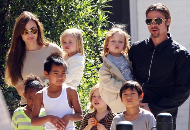 Angelina Jolie và Brad Pitt bất ngờ thân mật trở lại - Ảnh 2.