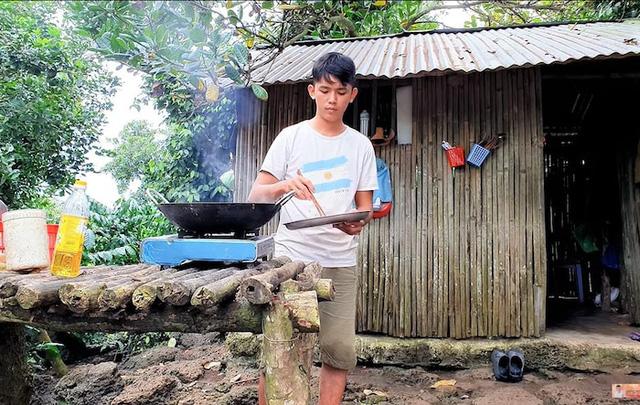 5 sự thật về YouTuber nghèo nhất và nghị lực nhất Việt Nam: Ở nhà tre nứa, làm phụ hồ, ngủ nền xi măng - Ảnh 3.