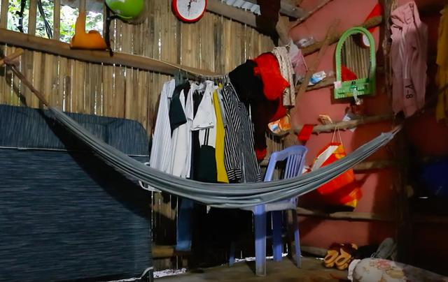 5 sự thật về YouTuber nghèo nhất và nghị lực nhất Việt Nam: Ở nhà tre nứa, làm phụ hồ, ngủ nền xi măng - Ảnh 5.