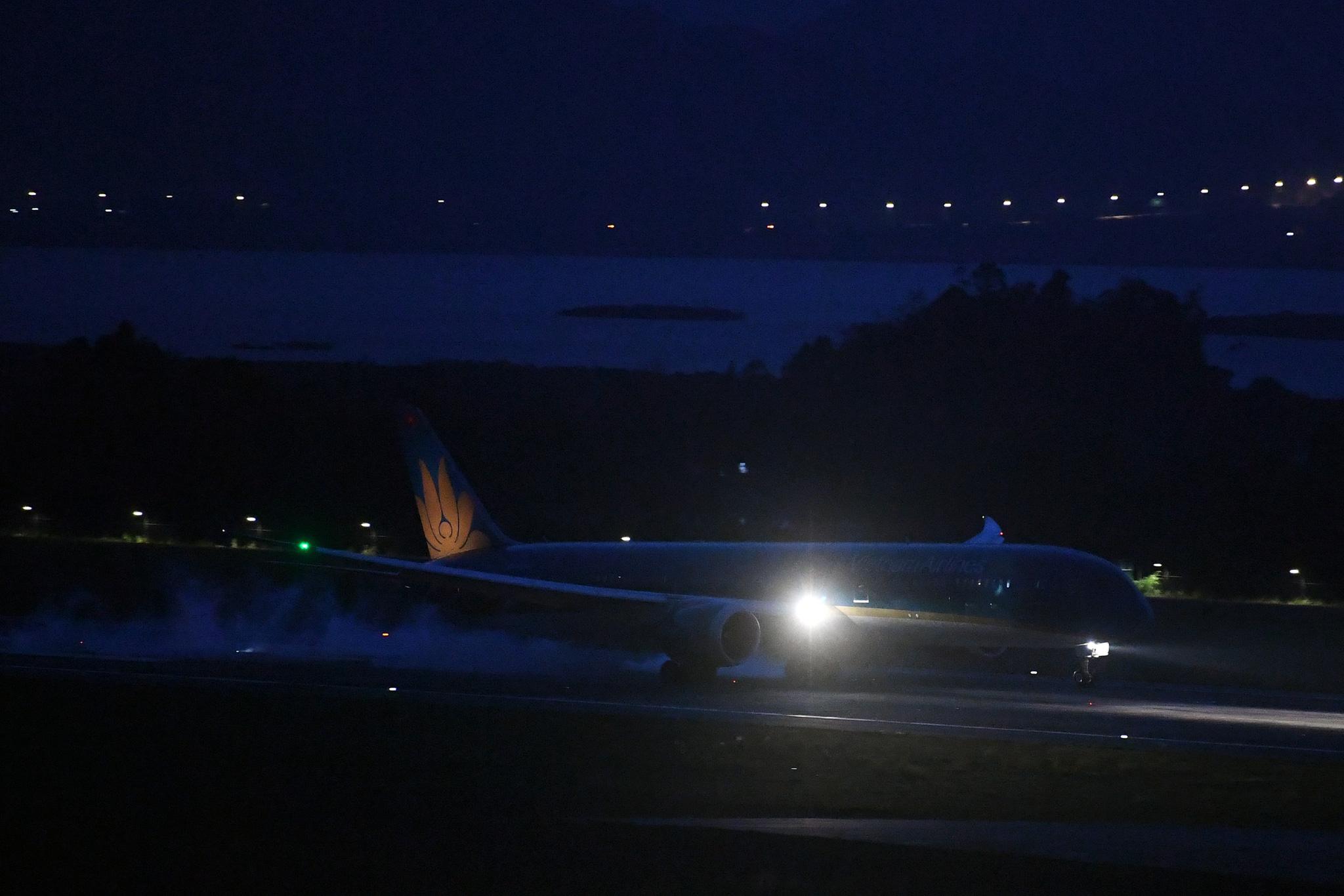 Chuyến bay thẳng Việt Nam - Hoa Kỳ đầu tiên đưa 340 công dân Việt về nước - Ảnh 2.