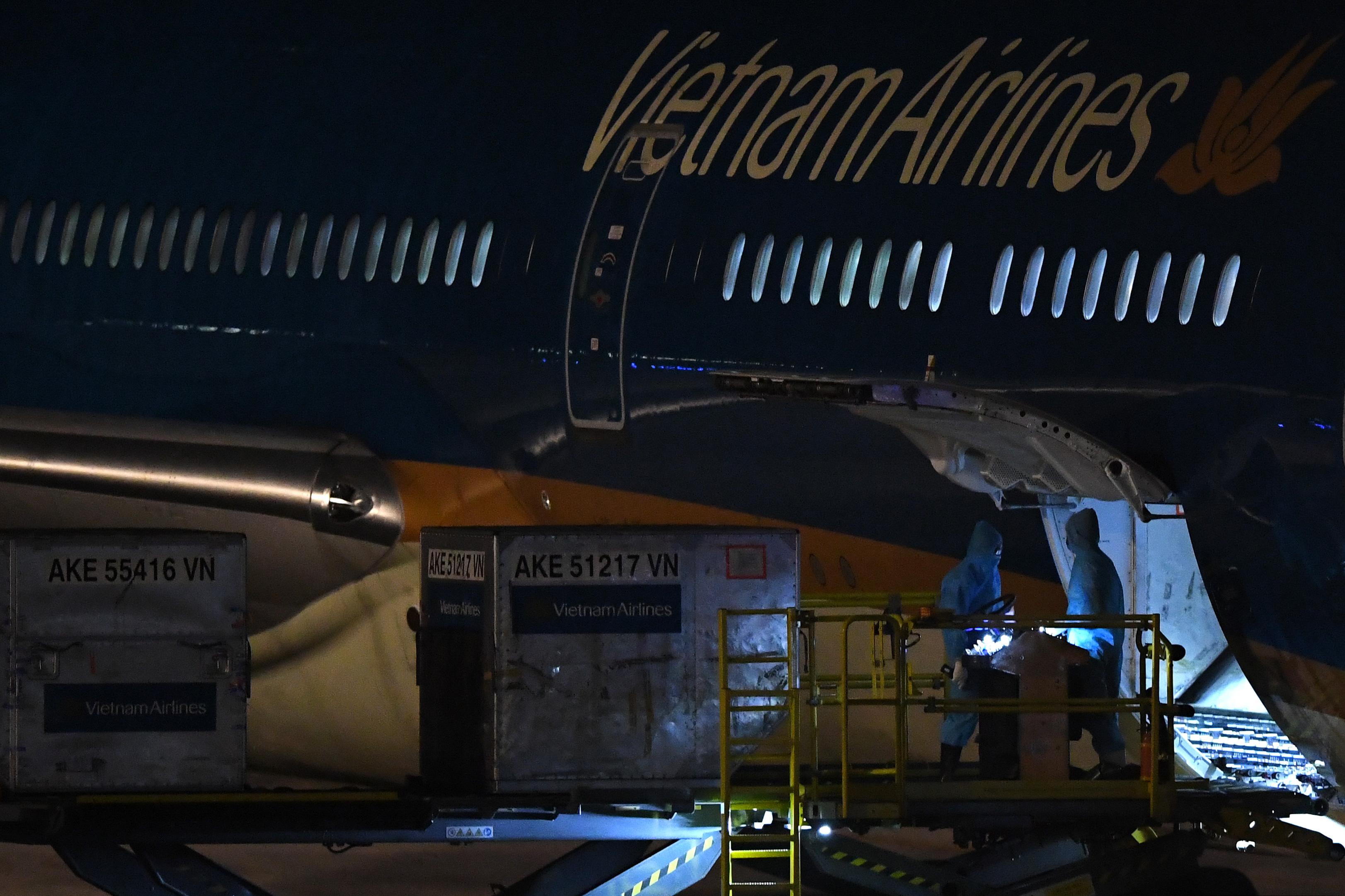 Chuyến bay thẳng Việt Nam - Hoa Kỳ đầu tiên đưa 340 công dân Việt về nước - Ảnh 13.