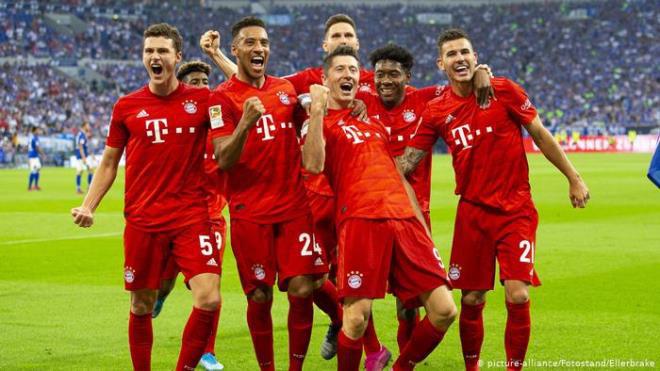 Bundesliga đối phó COVID-19: Cầu thủ bị cấm ôm nhau, quây trọng tài? - Ảnh 1.