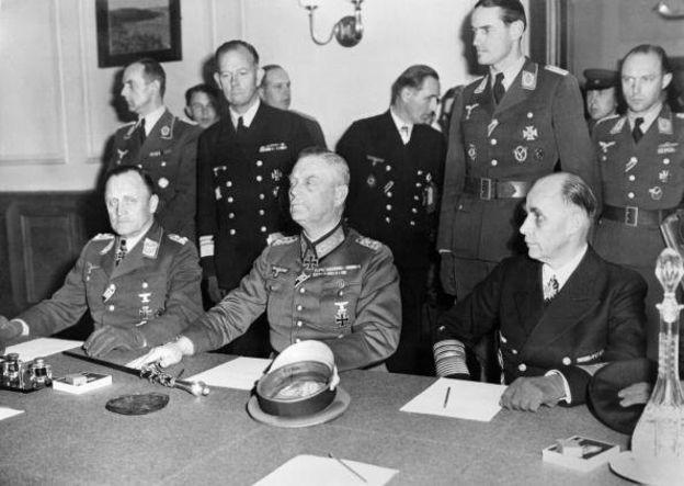 Sự tình việc văn bản đầu hàng của Đức Quốc xã được ký hai lần - Ảnh 2.