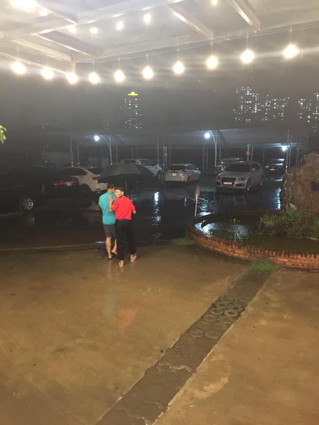 Dân mạng thích thú khoe ảnh mưa xối xả xua tan nắng nóng suốt mấy ngày ở Hà Nội - Ảnh 6.