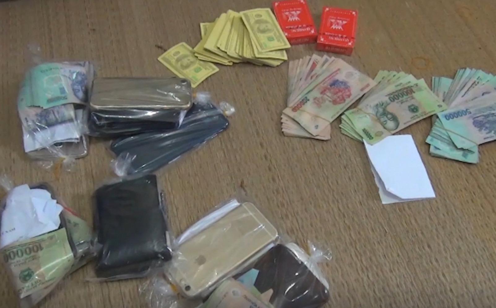 CA Thanh Hóa: Phó Chủ tịch huyện bị bắt quả tang đánh bạc tại phòng làm việc riêng ở Uỷ ban