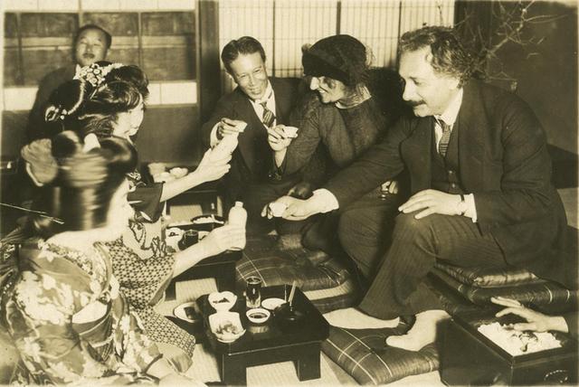 Câu chuyện về 2 mẩu giấy ghi Thuyết Hạnh Phúc trị giá 41 tỷ đồng mà Einstein tặng người đưa thư ở Nhật - Ảnh 1.