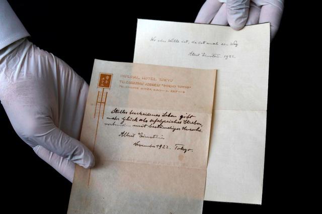 Câu chuyện về 2 mẩu giấy ghi Thuyết Hạnh Phúc trị giá 41 tỷ đồng mà Einstein tặng người đưa thư ở Nhật - Ảnh 3.