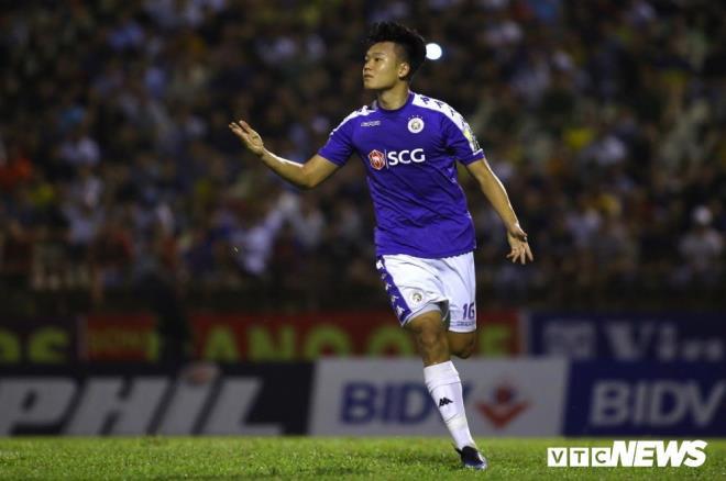 Thành Chung đá tiền đạo, HLV Park Hang Seo còn phải lo dài - Ảnh 1.