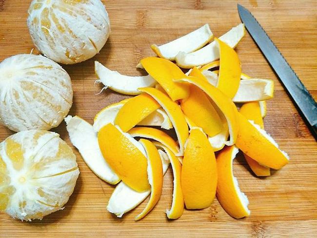 Ăn cam đừng vội vứt vỏ đi, sấy khô cho vào ruột gối bạn sẽ nhận được 4 tác dụng kì diệu - Ảnh 3.