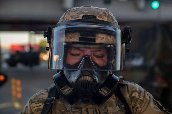 Mỹ rối ren trong khủng hoảng kép: Đại dịch COVID-19 và biểu tình lan rộng - Ảnh 3.