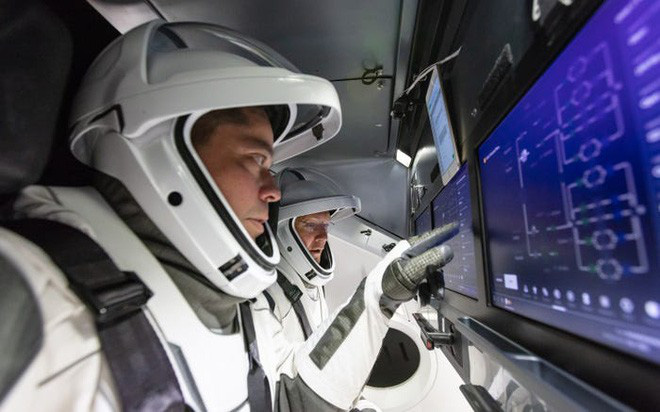 Tàu vũ trụ Crew Dragon của SpaceX lắp ghép thành công với trạm ISS, hoàn toàn tự động - Ảnh 4.