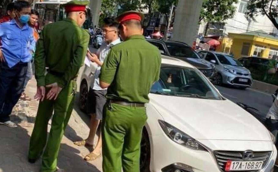 Tài xế xe Mazda hất cảnh sát lên nắp capo bỏ chạy bị khởi tố, bắt tạm giam