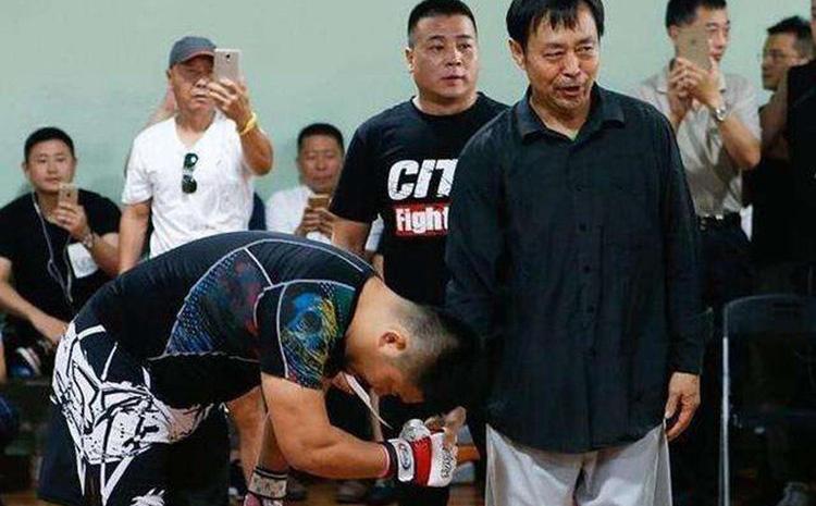 Chạy sang châu Âu trốn nợ, người đàn ông Trung Quốc bỗng ''vụt sáng'' thành võ sư nổi tiếng