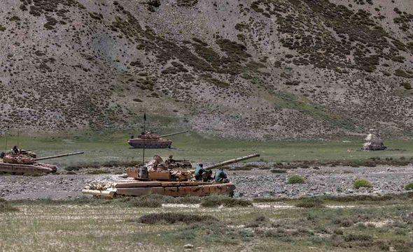 Căng thẳng biên giới: Chiến đấu cơ Trung Quốc xuất hiện trước radar phòng không Ấn Độ - ảnh 1