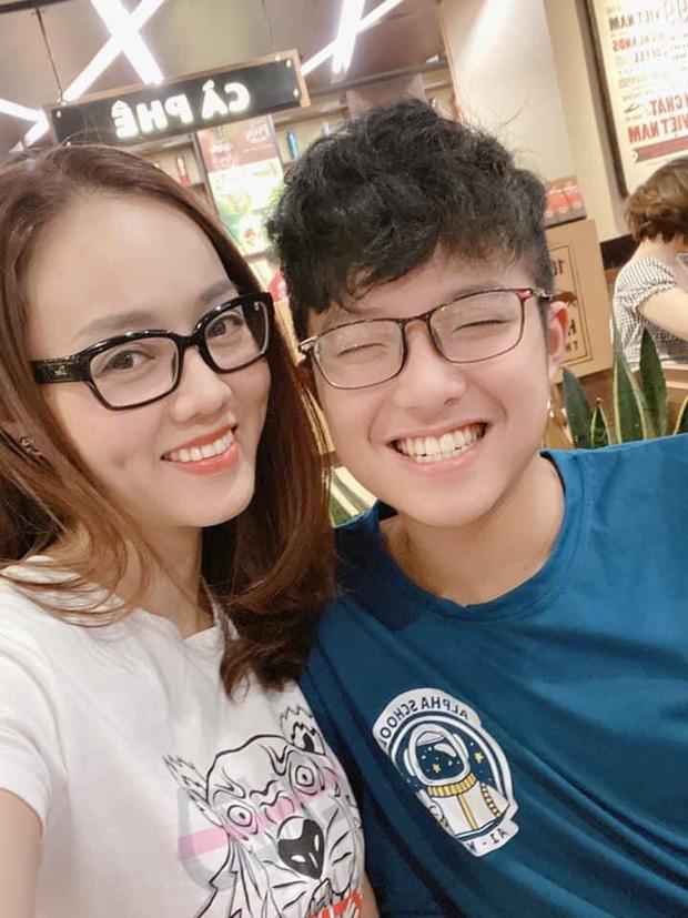 Bạn gái kém 15 tuổi selfie vui vẻ bên con riêng của Công Lý, vợ cũ MC Thảo Vân liền có bình luận hé lộ mối quan hệ - Ảnh 2.