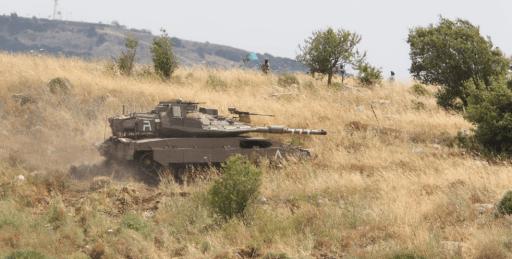Đặc nhiệm, xe tăng Merkava của Israel vượt tuyến xanh, lính Lebanon giương tên lửa sẵn sàng nhả đạn - Tình thế cực kỳ căng thẳng - Ảnh 3.